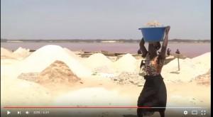 レトバ湖ので塩作り